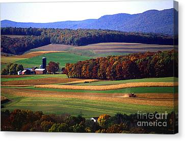 Farm Near Klingerstown Canvas Print by USDA and Photo Researchers