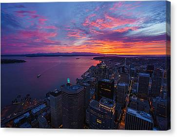 Fiery Seattle Sunset And Skyline Canvas Print by Mike Reid