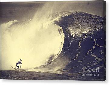 Fisher Heverly At Pipeline Canvas Print by Paul Topp