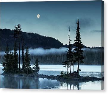 Full Moon Over Waldo #3 Canvas Print by Gary Horsfall