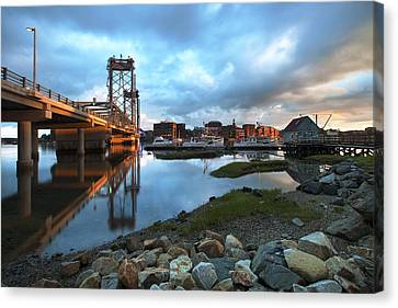 Golden Light In Portsmouth Canvas Print by Eric Gendron