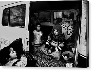 Gypsy Family Canvas Print by Sahin Avci