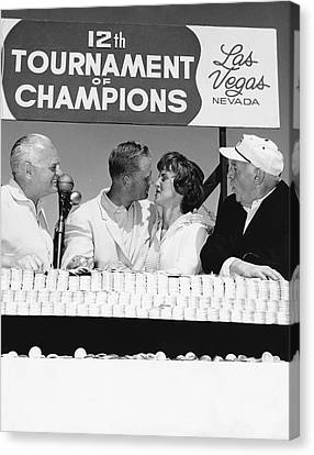 Jack Nicklaus And Wife Canvas Print by Underwood Archives