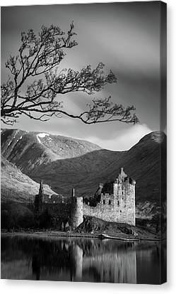 Kilchurn Castle Canvas Print by Dave Bowman