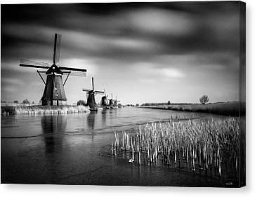 Kinderdijk Canvas Print by Dave Bowman