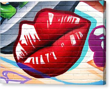Kiss Me Now ... Canvas Print by Juergen Weiss