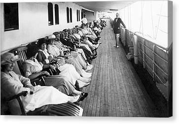 Line Of Ship Passengers Canvas Print by Underwood Archives