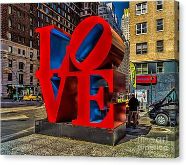 Love In Nyc Canvas Print by Nick Zelinsky