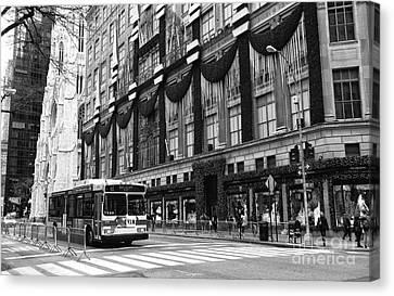 M1 On 5th Avenue Canvas Print by John Rizzuto