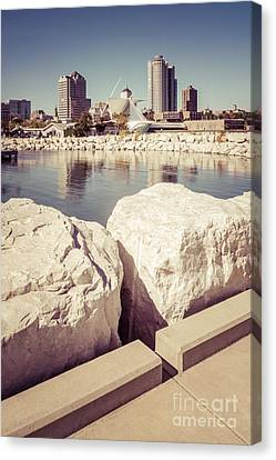 Milwaukee Skyline Retro Picture Canvas Print by Paul Velgos