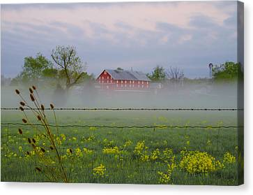 Misty Farm In Gettysburg Canvas Print by Bill Cannon