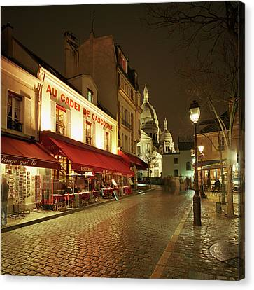 Montmartre District With Sacre-coeur At Night Canvas Print by Gary Yeowell