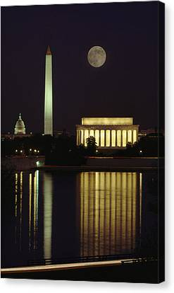 Moonrise Over The Lincoln Memorial Canvas Print by Richard Nowitz