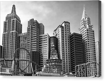 New York Vegas Black And White Canvas Print by Lutz Baar