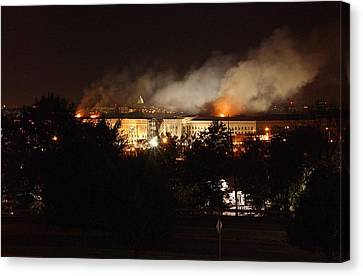 Night View Of The Pentagon Canvas Print by Everett
