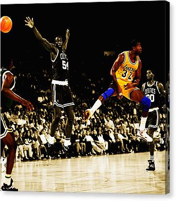 No Look Pass 3 Canvas Print by Brian Reaves