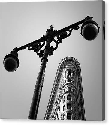 Nyc Flat Iron Canvas Print by Nina Papiorek