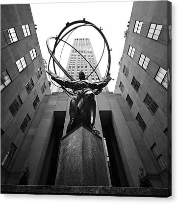 Nyc Rockefellar Center Canvas Print by Nina Papiorek