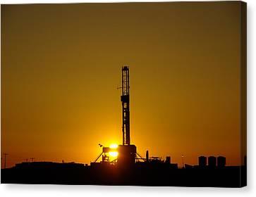 Oil Rig Near Killdeer In The Morn Canvas Print by Jeff Swan