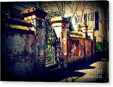 Old Iron Gate In Charleston Sc Canvas Print by Susanne Van Hulst