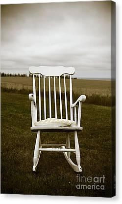 Old Rocking Chair In A Field Pei Canvas Print by Edward Fielding