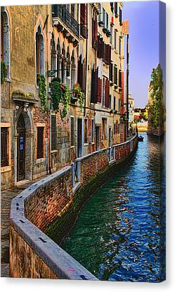 On The Canal-venice Canvas Print by Tom Prendergast