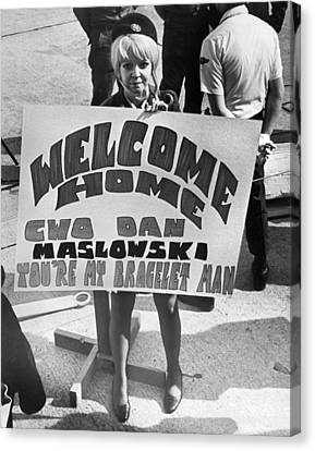Pows Arrive Home Canvas Print by Underwood Archives
