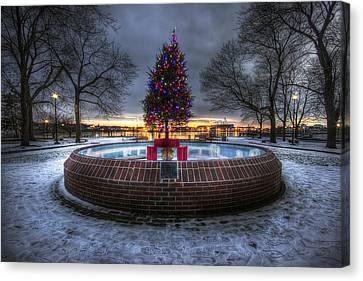Prescott Park Christmas Tree Canvas Print by Eric Gendron
