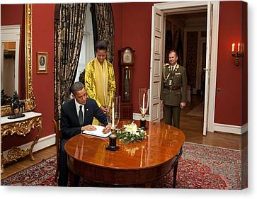 President Obama And Michelle Obama Sign Canvas Print by Everett
