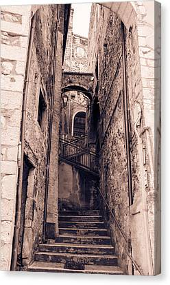 Pretoro - Through Its Ancient Streets Canvas Print by Andrea Mazzocchetti