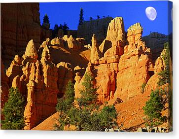 Red Rock Canoyon Moonrise Canvas Print by Marty Koch