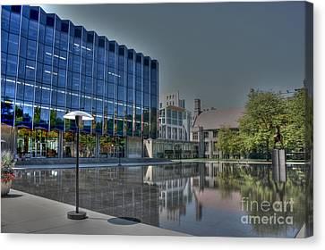Reflecting Pond U Of C Law School Canvas Print by David Bearden