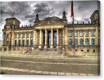 Reichstag Building  Canvas Print by Jon Berghoff