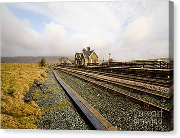 Ribblehead Station Canvas Print by Stephen Smith