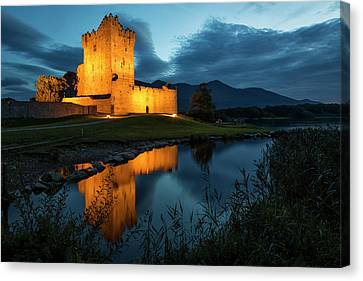 Ross Castle Canvas Print by Tom Whelton