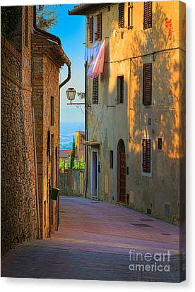 San Gimignano Alley Canvas Print by Inge Johnsson