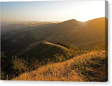 Santa Lucia Highlands Sunset Canvas Print by Kathy Yates