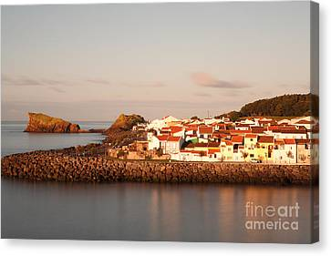 Sao Roque At Sunrise Canvas Print by Gaspar Avila