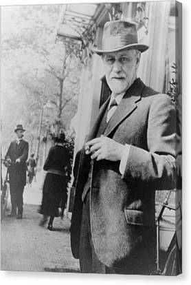 Sigmund Freud 1856-1939, Standing Canvas Print by Everett