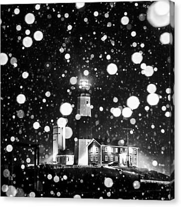Snowy Montauk Lighthouse Bw Canvas Print by Ryan Moore