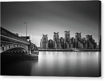 St. George Wharf Canvas Print by Ivo Kerssemakers