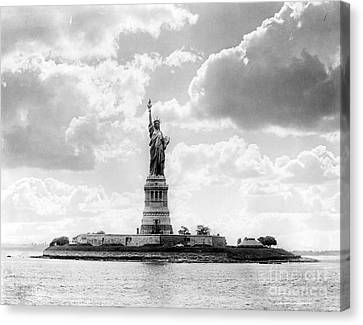 Statue Of Liberty, 1905 Canvas Print by Science Source