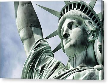 Statue Of Liberty 2 Canvas Print by Lanjee Chee