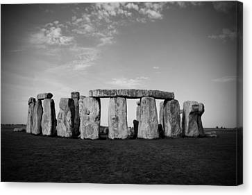 Stonehenge On A Clear Blue Day Bw Canvas Print by Kamil Swiatek