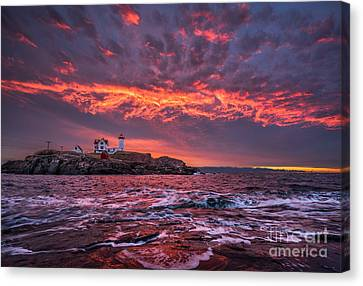 Sunrise At Nubble Lighthouse Canvas Print by Benjamin Williamson