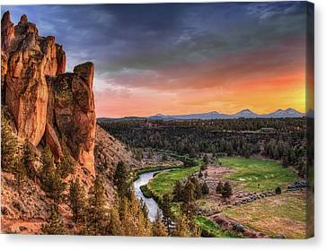 Sunset At Smith Rock State Park In Oregon Canvas Print by David Gn Photography