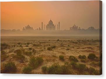 Taj Mahal At Dusk Canvas Print by Vichaya