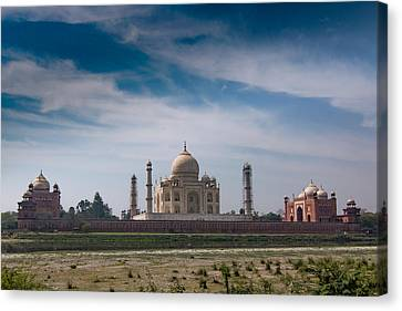 Taj Mahal  Canvas Print by Ramabhadran Thirupattur