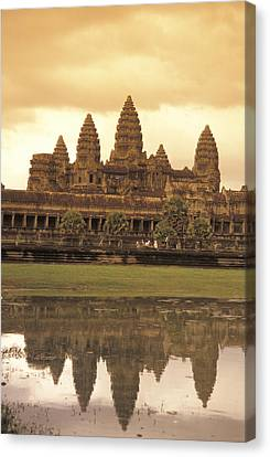The Angkor Wat Temples In Siem Reap Canvas Print by Richard Nowitz