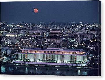 The Kennedy Center Lit Up At Night Canvas Print by Kenneth Garrett